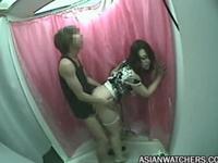 若いカップルがプリクラの中でセックスしてたので隠し撮り
