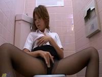 黒パンストのギャルOLがトイレであそこを濡らしまくってオナニー
