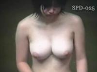 巨乳少女が入浴する露天風呂を盗撮