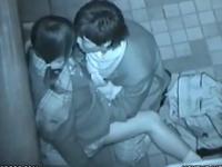 ラブラブな高校生カップルがキスしながら手マンしてた