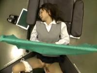 婦人科に訪れる女子校生に猥褻行為をしてから犯す医師