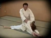 柔道部コーチが女子部員をレイプしている盗撮動画が流出