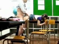 進学塾の講師が教室で教え子の処女を奪って中出ししてる盗撮動画