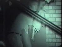 暗闇の中で彼女を前から後ろから突きまくっている男を暗視盗撮