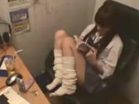 ネットカフェでオナニーしている女子高生の吐息で抜ける
