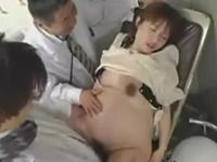 妊婦に股を開かせて連続で膣内射精する産婦人科医師