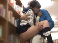 文学系女子校生が年上の男と図書館でセックスしてたので撮影