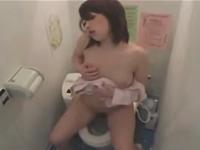 病院の女子トイレでオナニーしている姿を盗撮されてしまったナース