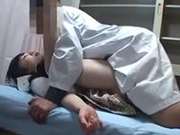 睡眠姦盗撮 麻酔で眠らせた女子校生に夢中で腰を振る変態医師