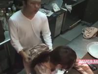 店長とウェイトレスのセックスを盗撮 職場でアルバイトの女の子と立ちバック
