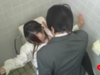 公衆トイレでSEXしてるOLとサラリーマンの社会人カップルを盗撮