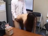 万引き主婦を事務所で素っ裸にしてハメ撮りレイプを楽しむ鬼畜店員