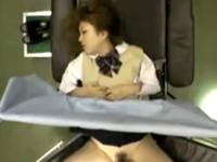 尻の軽そうなギャルJKが産婦人科医師にも中出しされる診察盗撮