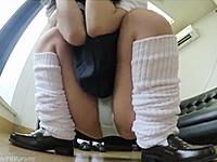 ミニスカ女子校生が制服のままアルバイトをしたらパンモロしまくり
