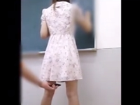 授業中に先生のパンツを逆さ撮り盗撮!最近のマセガキは本当にエロい