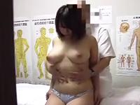 ムチムチの豊満な女体とデカパイをマッサージしてから膣内も肉棒で解すエロ整体師
