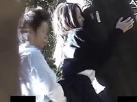 友達が野外で彼女と立ちバックしてたので盗撮してみた おとなしそうな同級生カップルの青姦