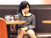 リアルで遭遇しそうなパンチラチャンス!対面に座った女性のギリギリ見えるパンツがエロい