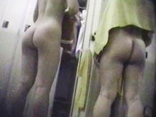 熟女の着替え盗撮 30代から60代の巨尻とおばさんのマン毛