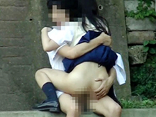 青姦カップル盗撮 ラブラブすぎて公園でセックスしてる学生