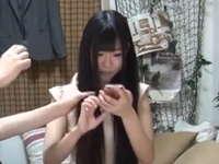 黒髪ロングの清純少女を部屋に呼んでハメることに成功した盗撮動画