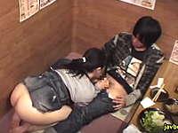 居酒屋の個室でエロい事をしている素人カップルは結構いる