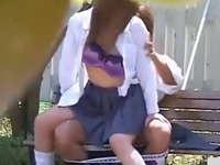 発情期の学生カップルが公園のベンチでバレバレのセックスを繰り広げてる