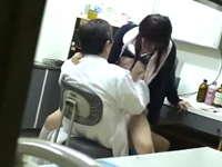 若い看護師に手を出すセクハラ医師を盗撮したら診察室でレイプしてた