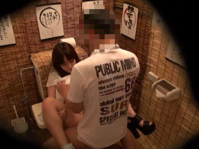 居酒屋のトイレ21