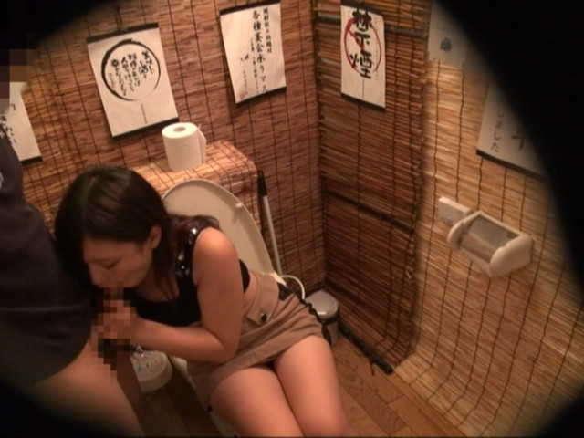 居酒屋のトイレ23