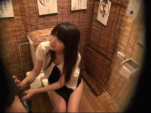 居酒屋のトイレ32