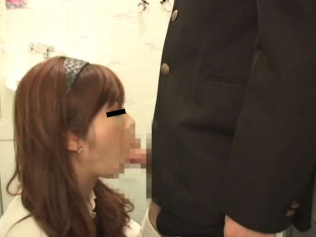 トイレでエッチしてるカップル-2