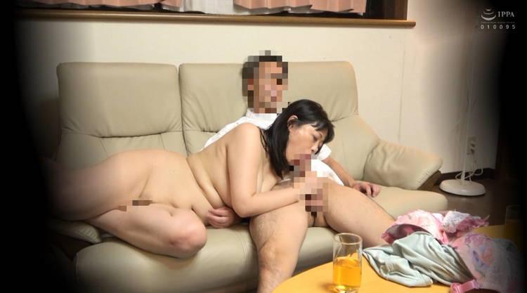 自宅で不倫する妻…12